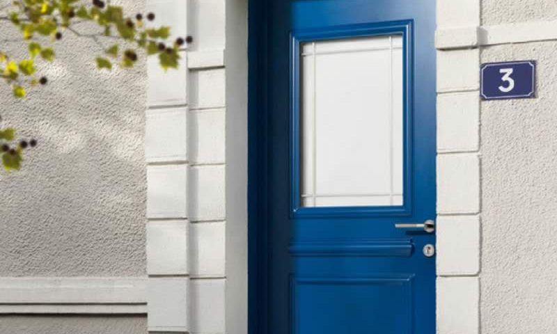 Porte bleue en alu créative Arnaud et Blanc