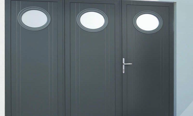 Porte battante grise avec hublot Arnaud et Blanc