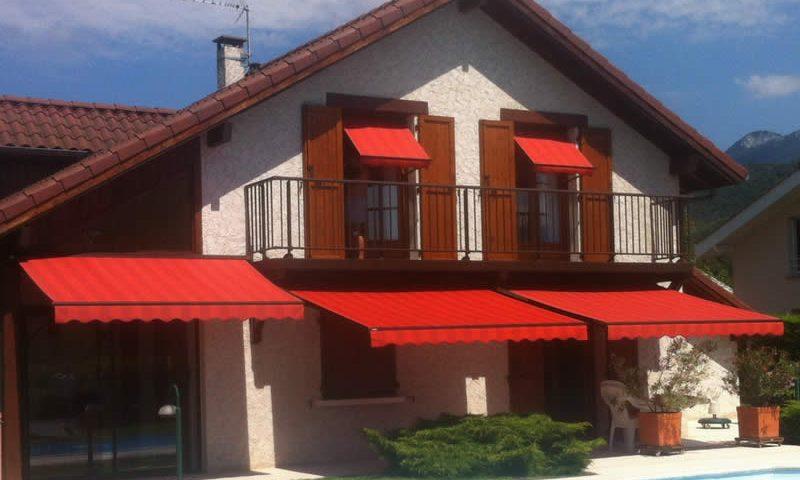 Stores rouges pour terrasse et fenêtre Arnaud et Blanc