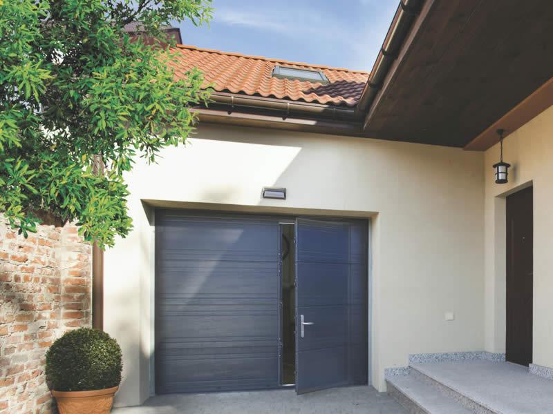 Porte sectionnelle grise avec portillon Arnaud et Blanc