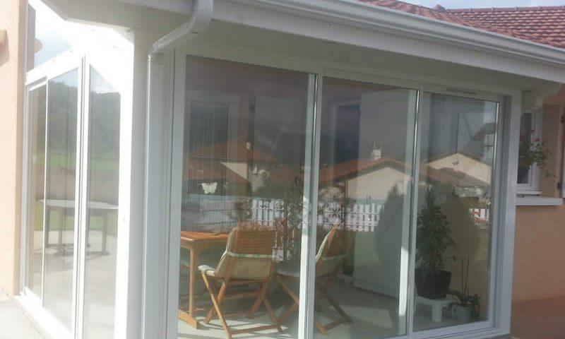Fermeture de terrasse en alu blanche Arnaud et Blanc