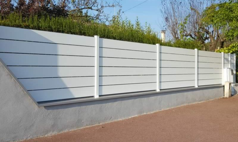 Cl ture alu maez arnaud blanc for Cloture maison pvc