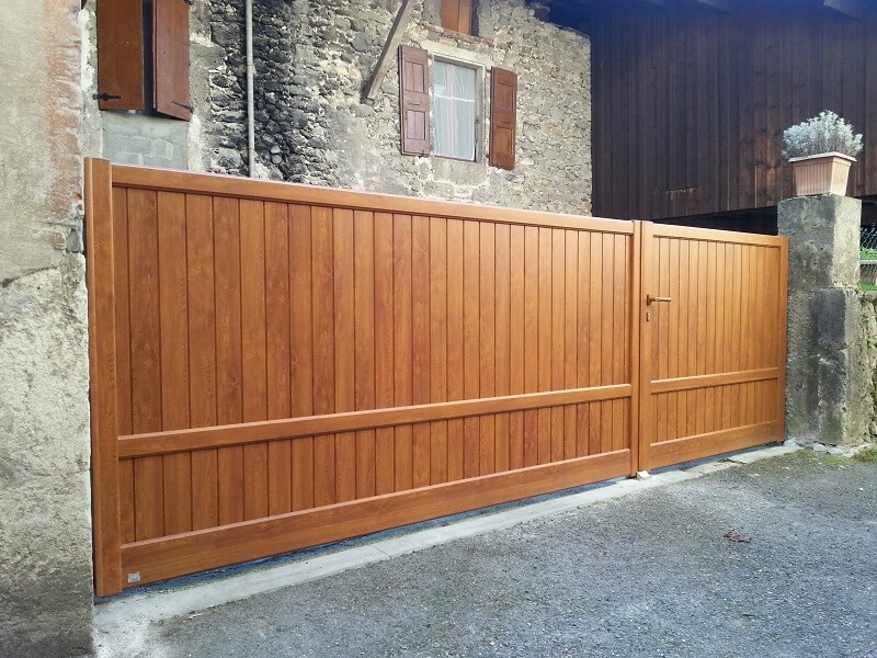 Portail aluminium thermolaqué aspect bois